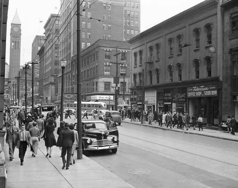 Looking north on Bay St. from around King St. in the forties. Gilberton would be up a couple of blocks on the right.