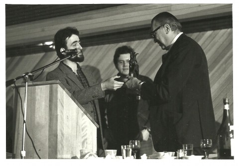 John Bell presenting the inaugural Canadian Science Fiction and Fantasy Award (now the Aurora Award) to A.E. van Vogt, Halcon 3, Halifax, 1980